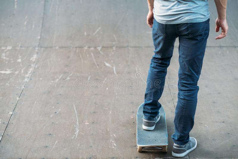 Skateboard ατόμων πρακτικής ελεύθερου χρόνου τρόπου ζωής νεολαίας στοκ φωτογραφίες με δικαίωμα ελεύθερης χρήσης