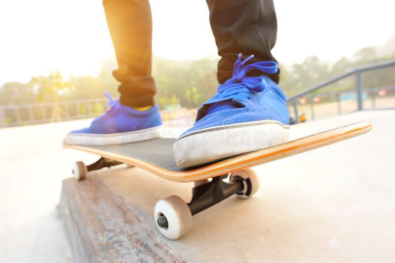 Skateboard fahren stockfotografie