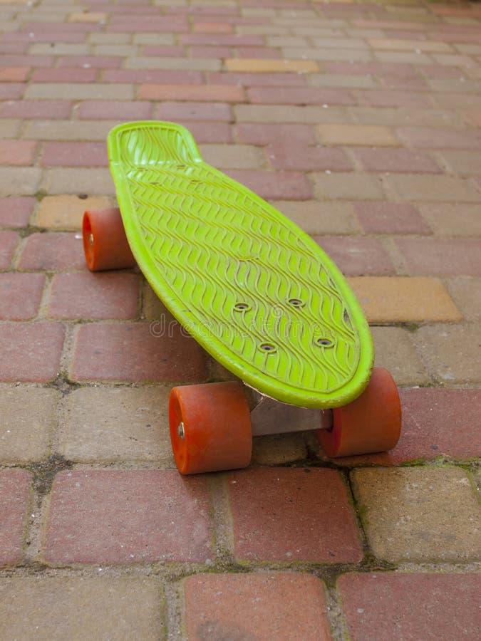Skateboard Op De Straat Stock Foto