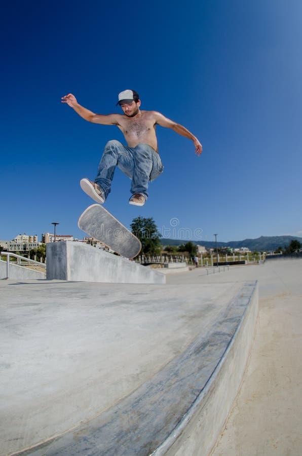 Skateboarder op een tiktruc royalty-vrije stock foto's
