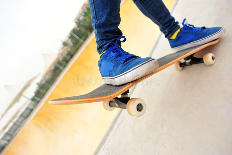 Download Skateboarding imagen de archivo. Imagen de chino, azul - 41915405