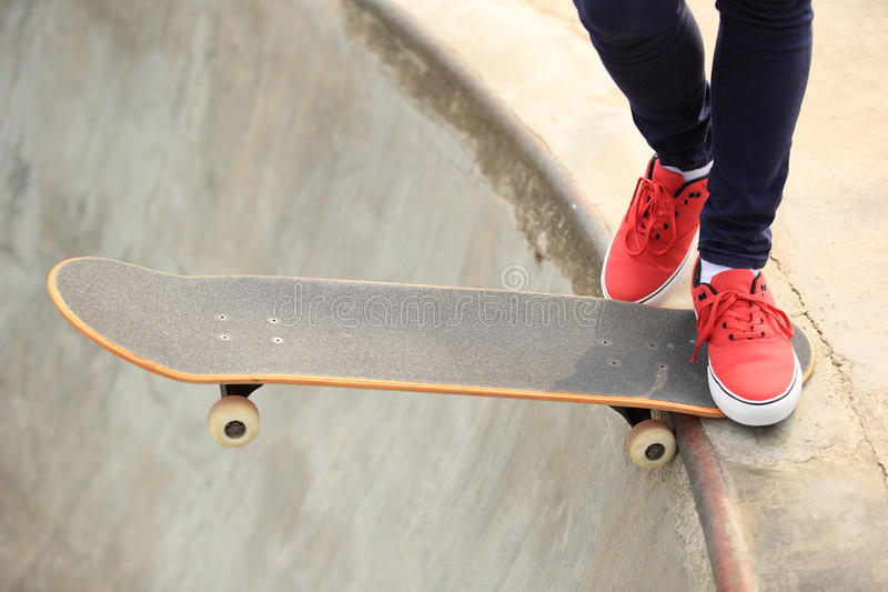 Download Skateboarding image stock. Image du culture, embarquer - 45360293