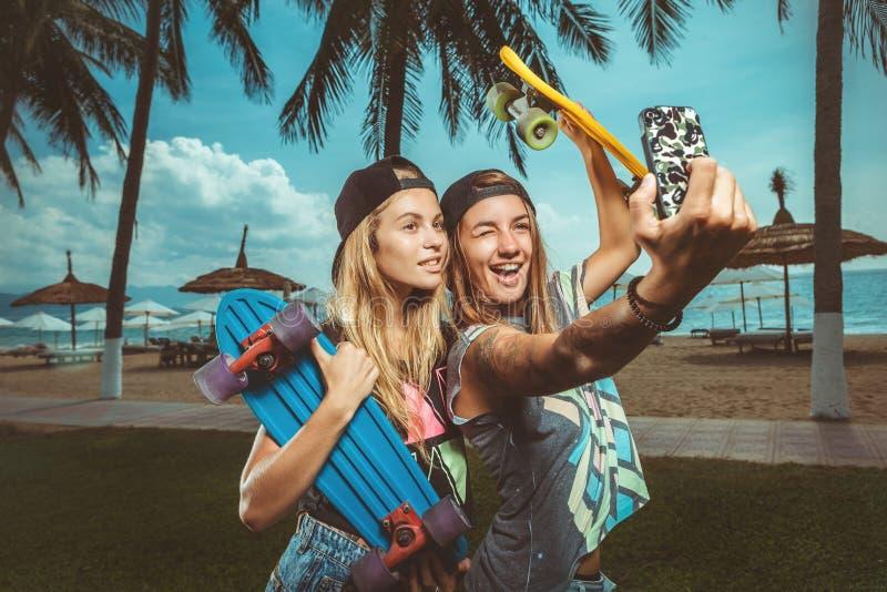skateboarding lizenzfreie stockfotos