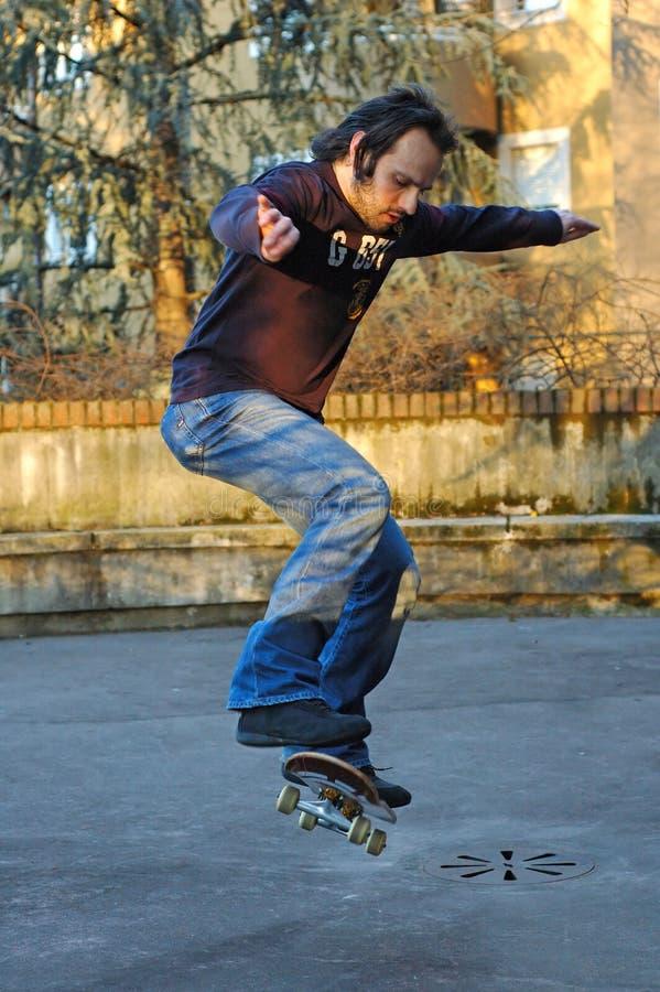 Download Skateboarding de garçon image stock. Image du garçon, folâtre - 65519