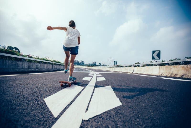 Skateboarding del skateboarder fotografia stock