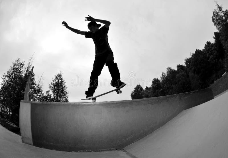 Skateboarding Schattenbild stockfotos