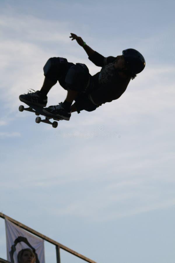 Skateboarding silhouette#16 lizenzfreie stockbilder