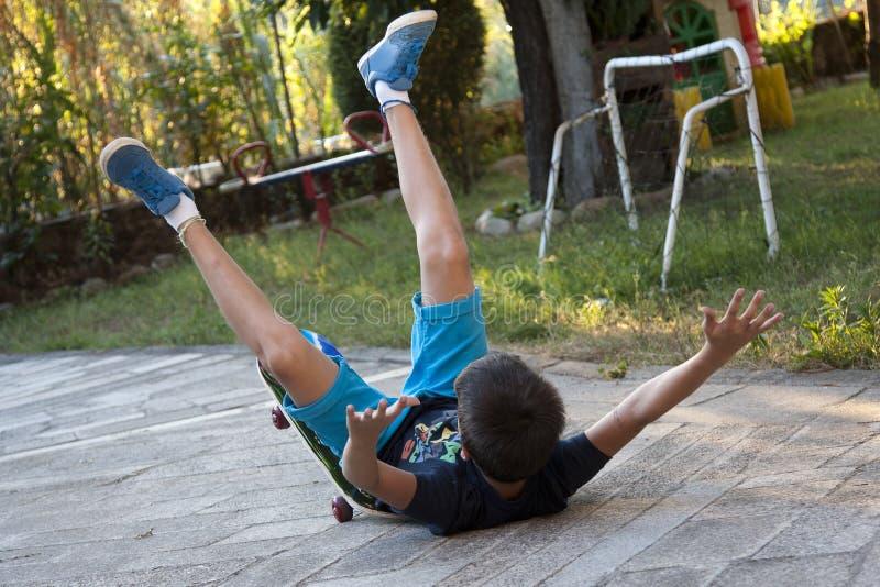 Skateboardolycka fotografering för bildbyråer