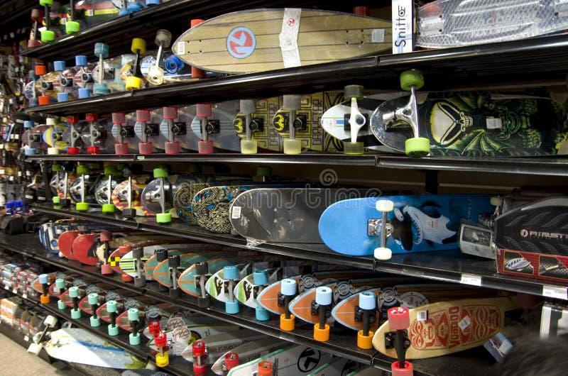 Skateboards in opslag stock foto's