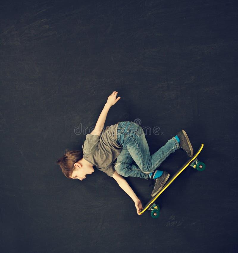 Skateboradåkarepojke royaltyfria bilder
