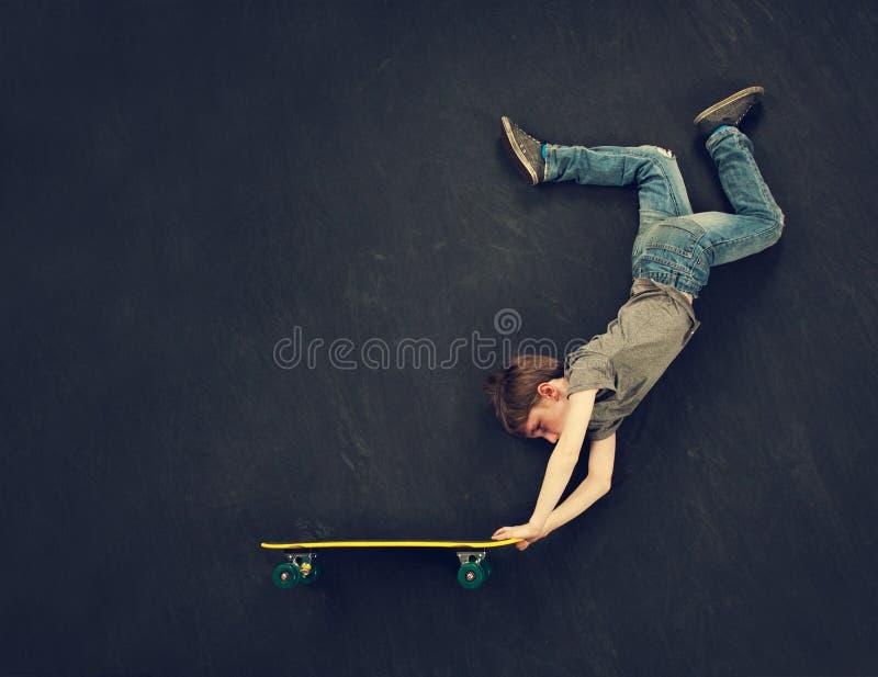 Skateboradåkarepojkejippo fotografering för bildbyråer