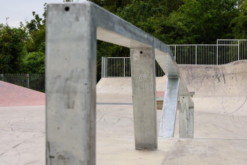Skatepark-Schleifen-Schiene lizenzfreies stockbild