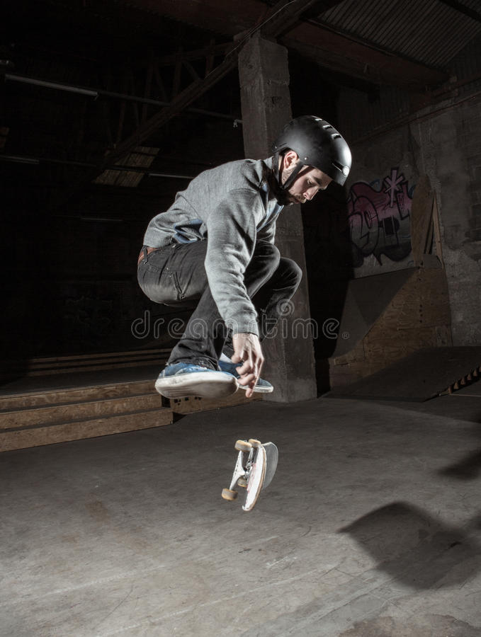 Free Skater Doing 360 Trick Royalty Free Stock Photography - 31099517