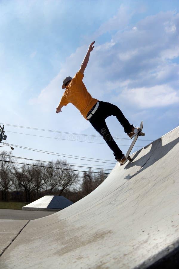 Skater no parque do patim foto de stock