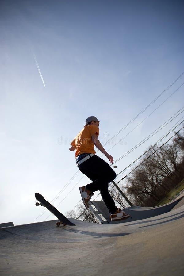 Skater que cai fotografia de stock