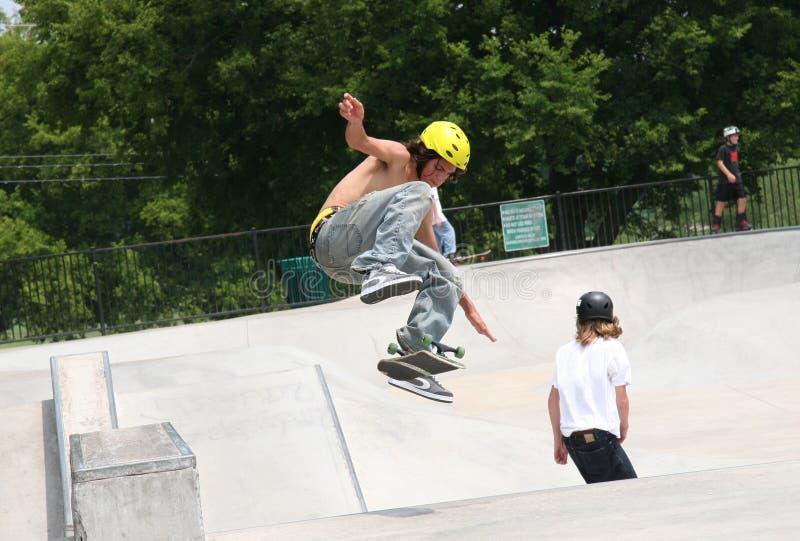 Download Skater Que Mueve De Un Tirón A La Tarjeta Imagen de archivo - Imagen de actividad, cabritos: 177325