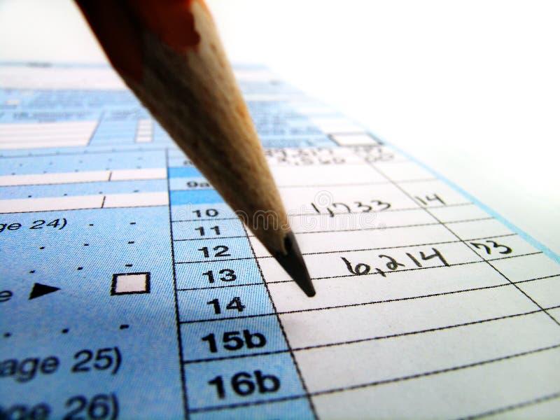Skattdokument för sparande skatter i Amerika 1040 och blyertspenna royaltyfri bild