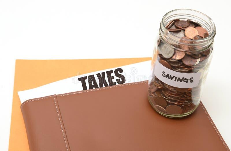 Skatter eller skattbesparingar royaltyfria bilder