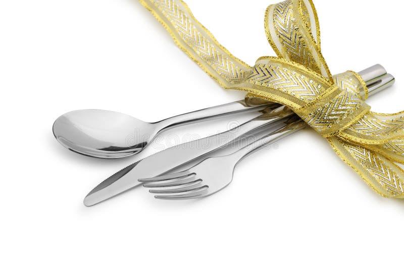 Skeden, gaffeln och en kniv band upp det celebratory bandet fotografering för bildbyråer