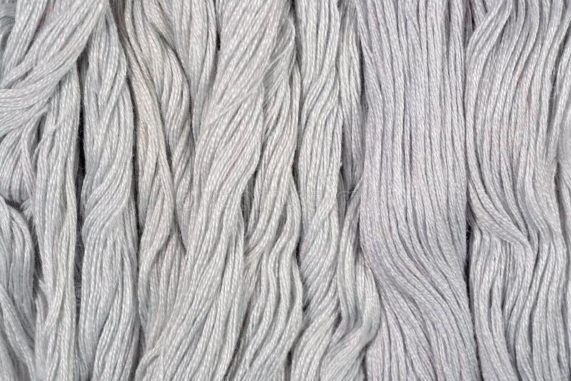 Skeins cinzentos do floss como a textura do fundo imagem de stock royalty free