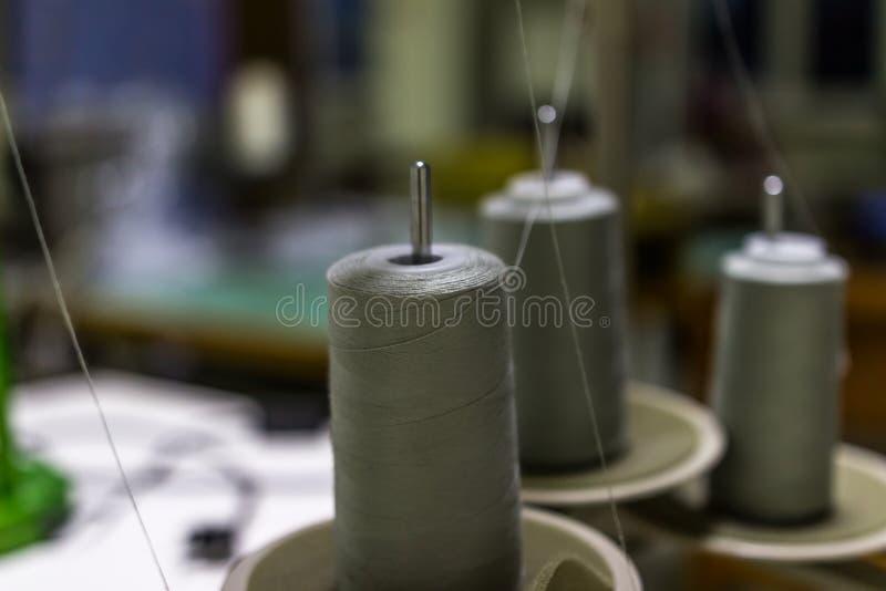 Skeins de linhas de costura foto de stock royalty free