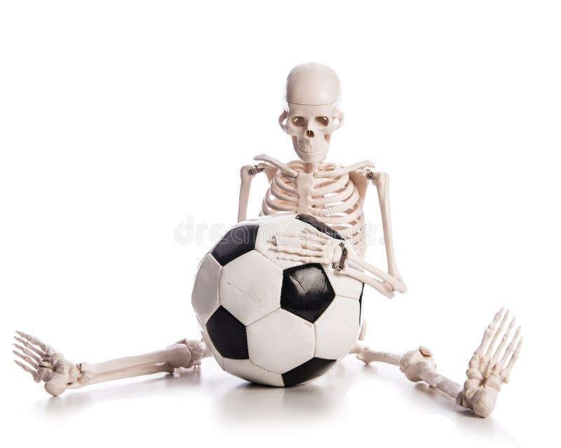 Skelet Met Voetbal Stock Fotografie