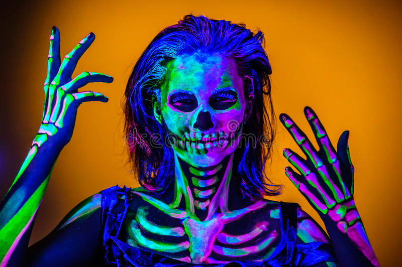 Skeleton bodyart mit blacklight lizenzfreie stockfotos