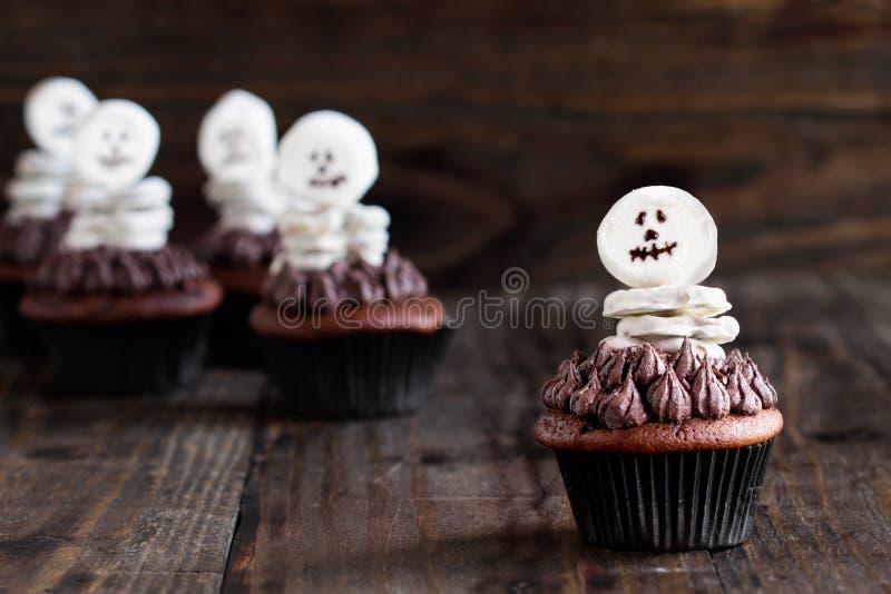 Skelett- muffin för allhelgonaaftonfester royaltyfri bild