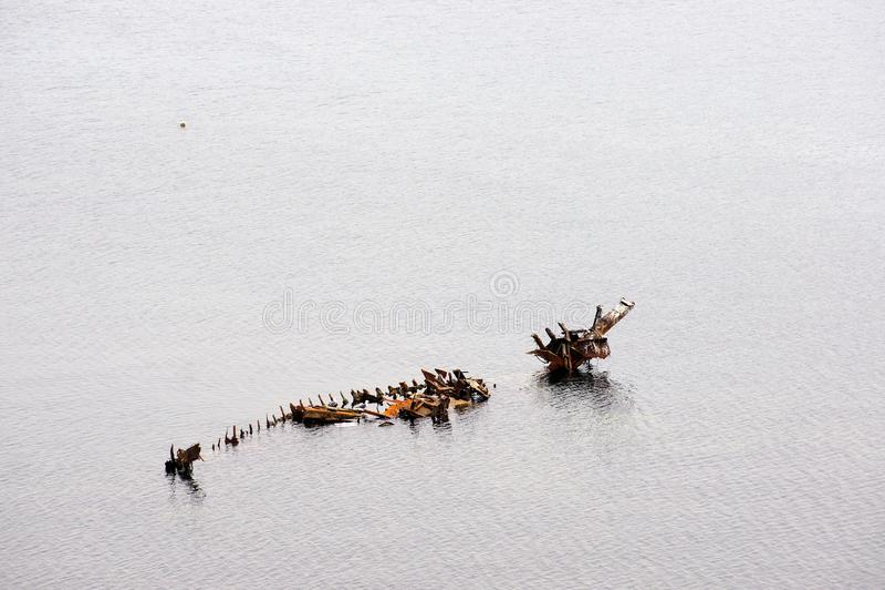 Skelett- skepp i havet royaltyfri fotografi