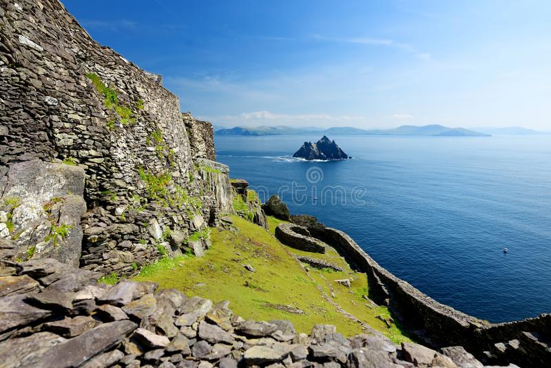 Skellig Michael lub Wielki Skellig, dom rujnować resztki Chrześcijański monaster, kraj Kerry, Irlandia obraz royalty free