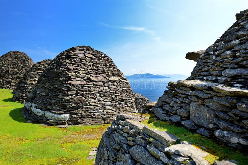 Skellig Michael o grande Skellig, casa al resti rovinato di un monastero cristiano Abitato in da varietà di uccelli marini Unesco immagine stock libera da diritti