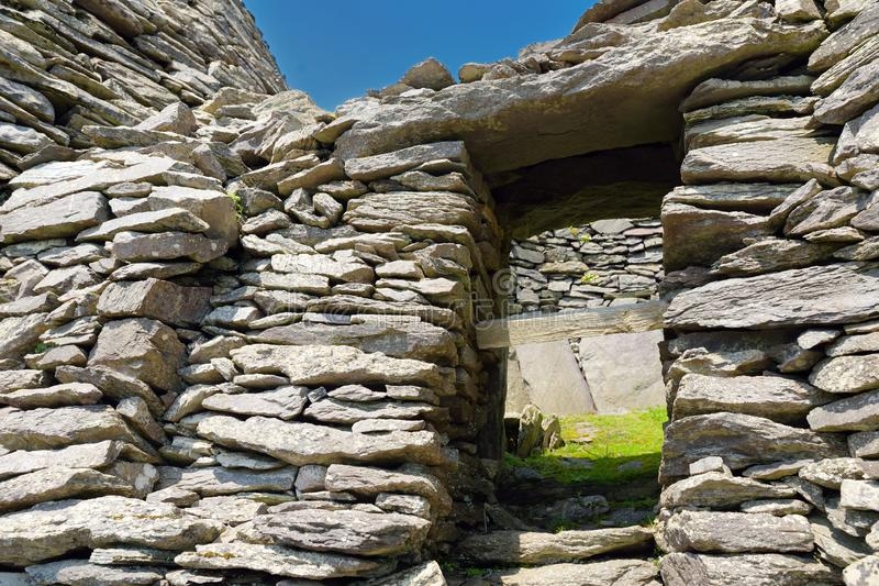 Skellig Michael o grande Skellig, casa al resti rovinato di un monastero cristiano Abitato in da varietà di uccelli marini Unesco immagini stock libere da diritti