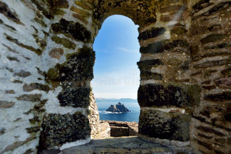 Skellig Michael o grande Skellig, casa al resti rovinato di un monastero cristiano Abitato in da varietà di uccelli marini Unesco fotografie stock