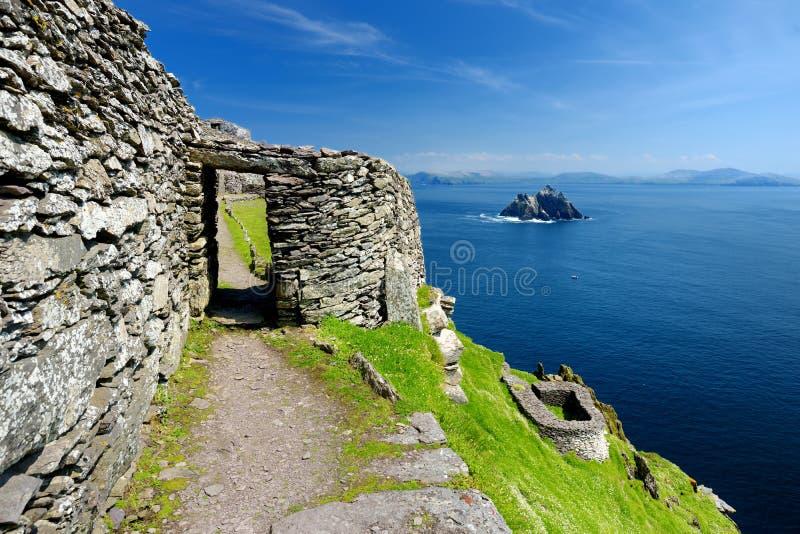 Skellig Michael o grande Skellig, casa al resti rovinato di un monastero cristiano, paese Kerry, Irlanda fotografia stock libera da diritti