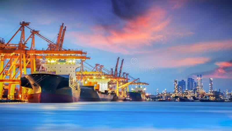 Skepp för behållarelastfrakter royaltyfri foto