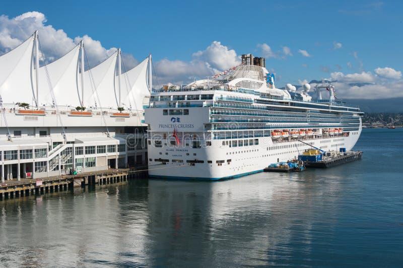 Skepp för kryssning för s-öprinsessa som anslutas på terminalen för skepp för Vancouver Kanada ställekryssning arkivfoton