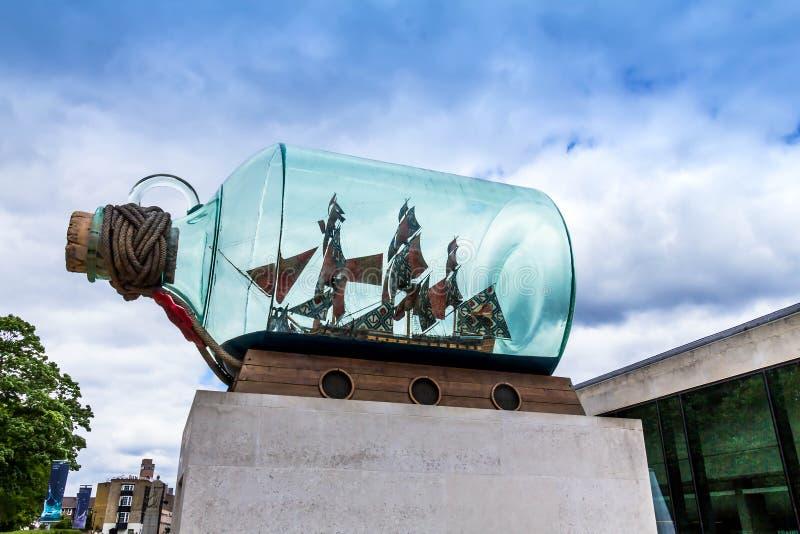 Skepp för `-Nelson ` s i en flask` av Yinka Shonibare royaltyfria foton