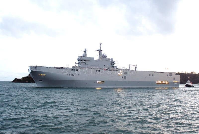 Skepp franskaskeppDixmude L9015 för amfibisk anfall royaltyfria bilder