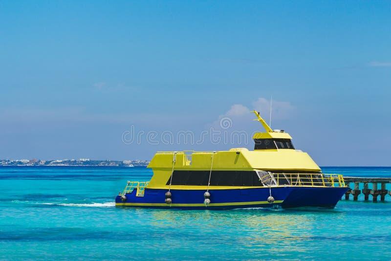Skepp i det karibiska havet arkivfoto