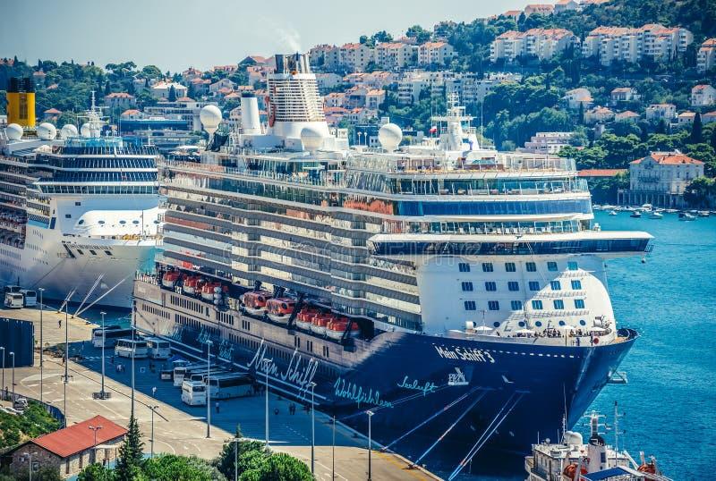 Skepp i Dubrovnik arkivfoton
