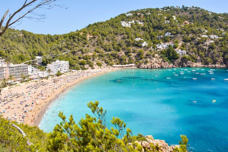 Skepp i stranden för es Rencli för s-`-Illot D `, Portinatx, Ibiza, Islas Baleares, España royaltyfri bild