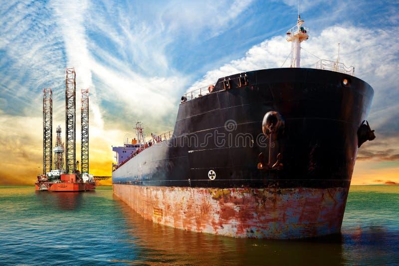 Skepp och oljeplattform arkivbilder