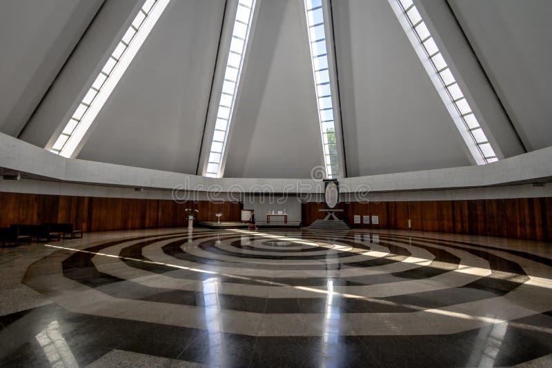 Skepp och spiral på templet av goodwill - den Templo da boaen Vontade - inre - Brasilia, federala Distrito, Brasilien fotografering för bildbyråer
