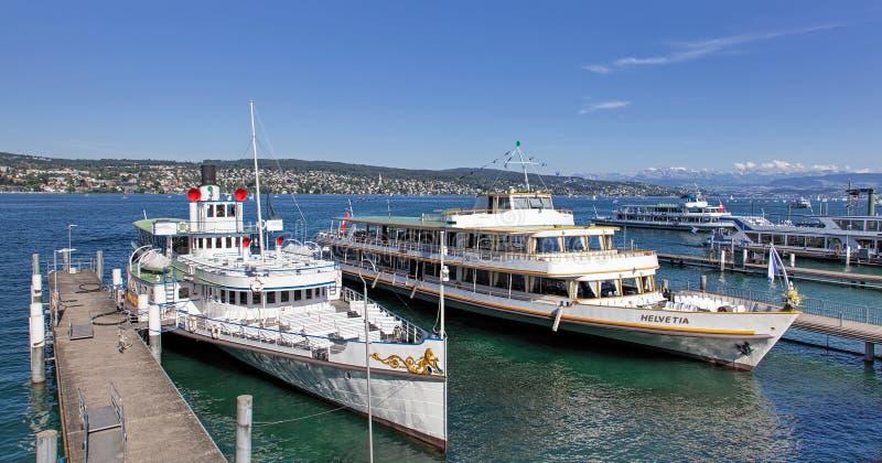 Skepp på pir på sjön Zurich arkivfoto