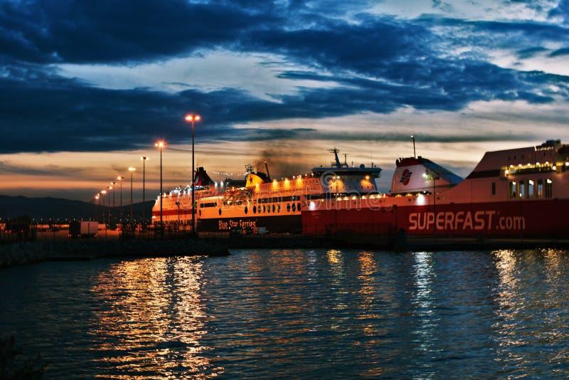 Skepp på port av patras royaltyfria bilder