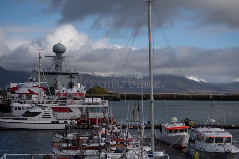 Skepp som inhyser en väderstation i Reykjavik arkivfoto