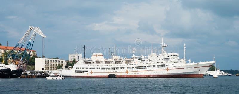 Skepp som svävar sjukhuset arkivfoton