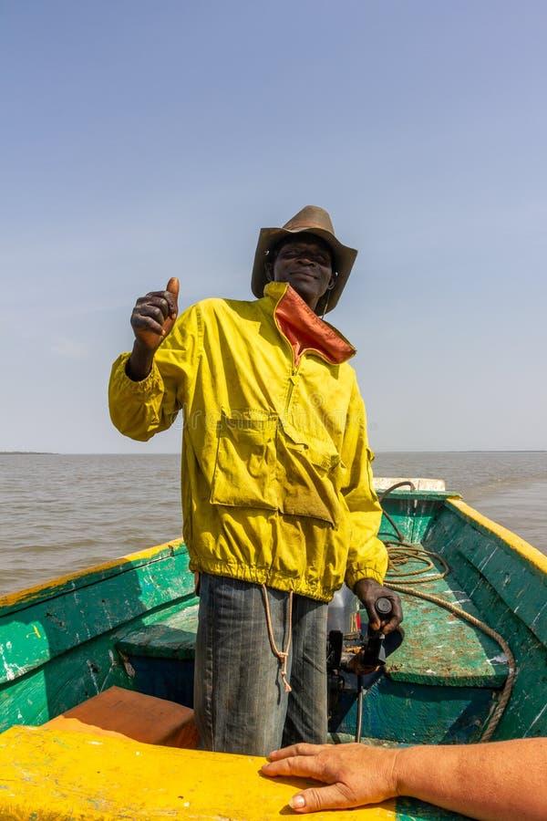 Skeppare i gul lag- och cowboyhatt royaltyfria foton
