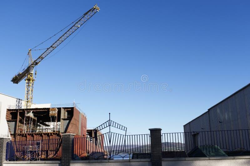 Skeppbyggnad och kran i den portGlasgow Shipbuilding Scaffold Dock Harbor hamnen royaltyfria bilder