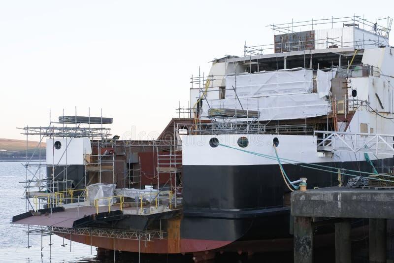 Skeppbyggnad och kran i den portGlasgow Shipbuilding Scaffold Dock Harbor hamnen arkivbilder